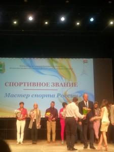 Министр спорта Логинов награждает МС Потолова Руслана