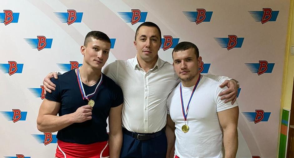 тренер Лукашев со свими спортсменами