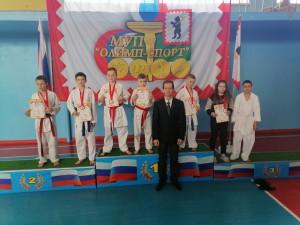 тренер Колобов Н.В. со своими спортсменами